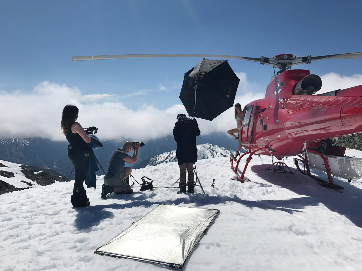 2017-Vancouver-BTS-Photographer-ErichSaide-Behindthescenes-Whistler-Bikini-Snow-Mountain