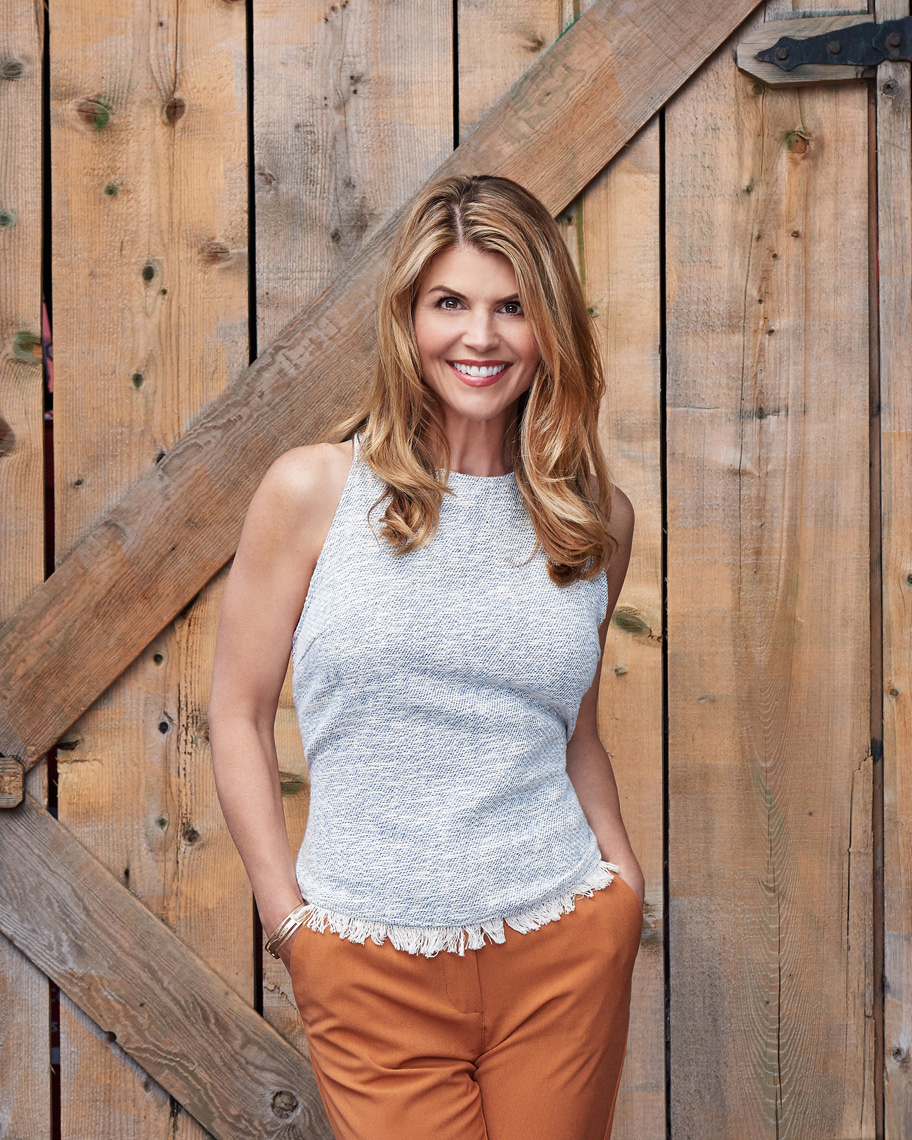 2017-Vancouver-Celebrity-Photographer-ErichSaide-LoriLoughlin-Portrait-Barn