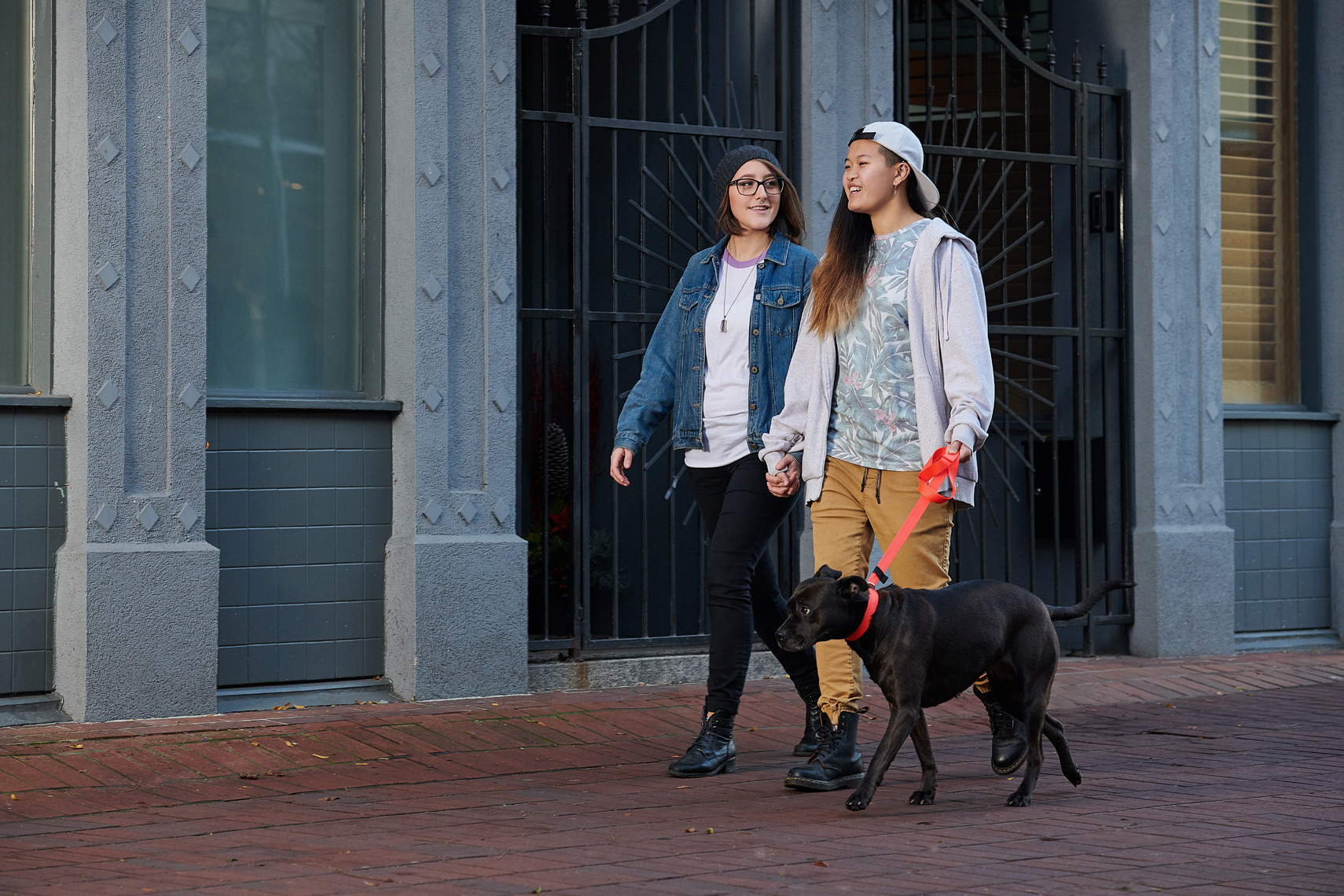 2017-Vancouver-Lifestyle-Photographer-ErichSaide-Advertising-RCPets-DogWalking-City