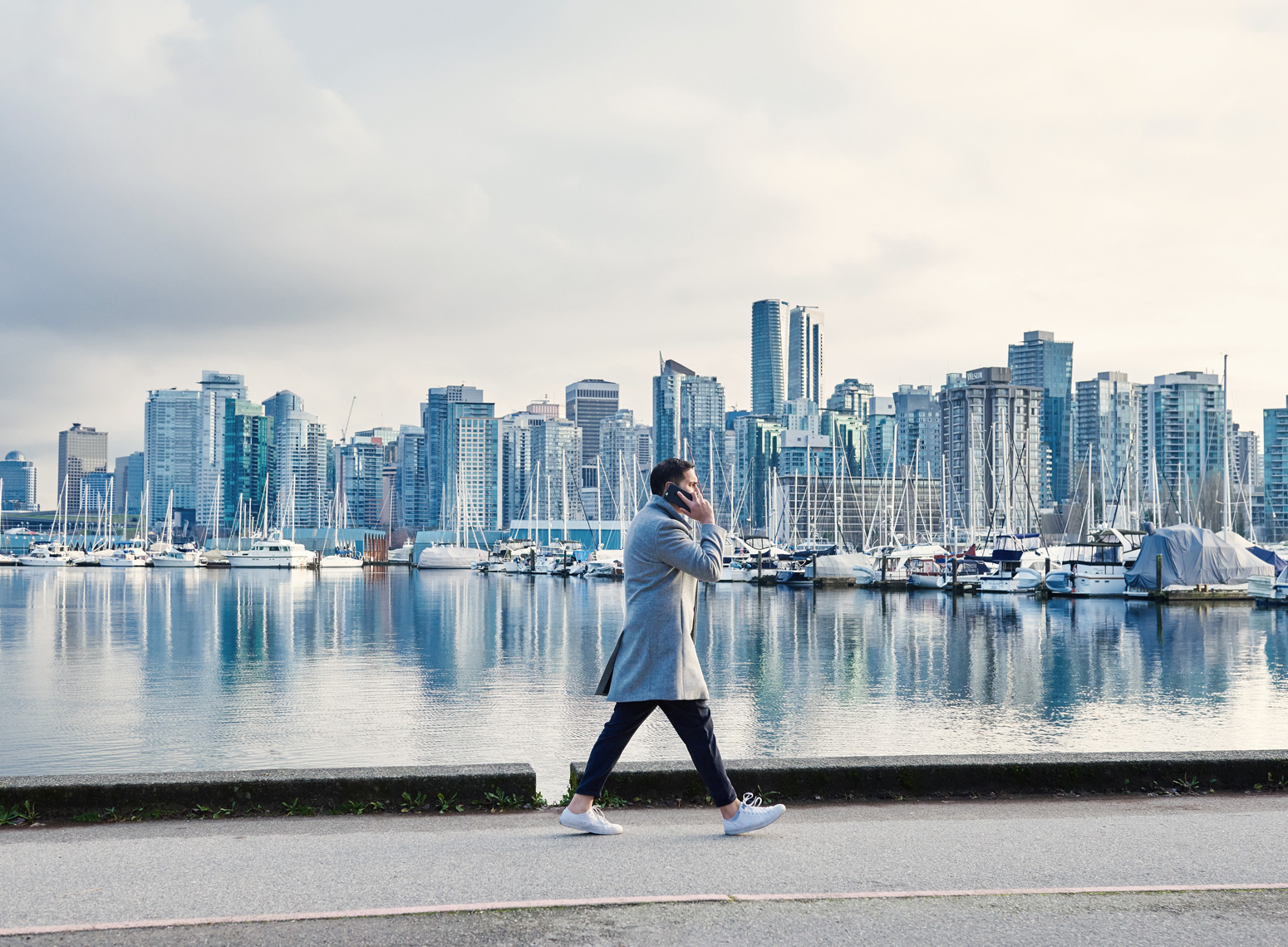 2017-Vancouver-Lifestyle-Photographer-ErichSaide-ShafinDiamond-StanleyParkSeawall