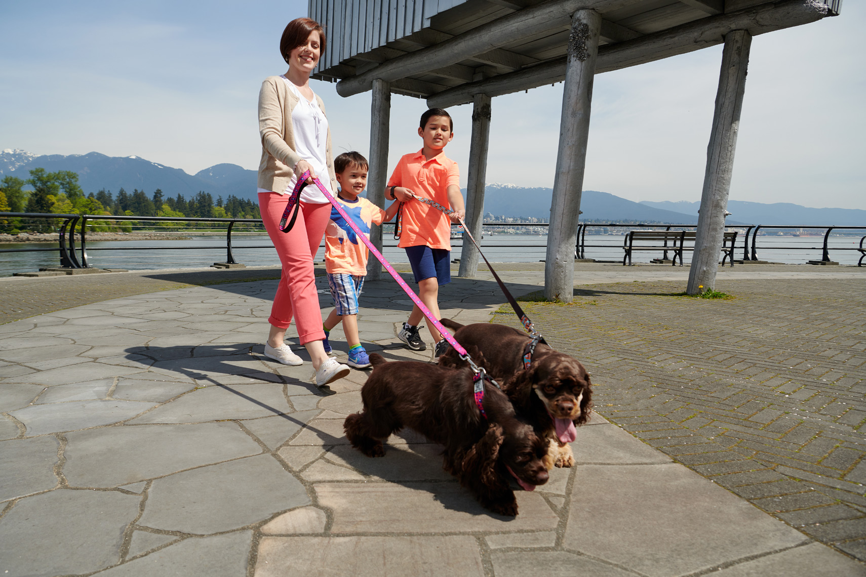 2018-Vancouver-Lifestyle-Photographer-ErichSaide-Advertising-RCPets-Summer-StanleyPark-Family
